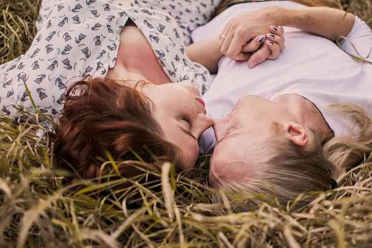 Ученые рассказали, почему мужчин после интима клонит на сон