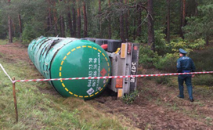 «На грани взрыва»:в Мозырском районе перевернулась цистерна с газом