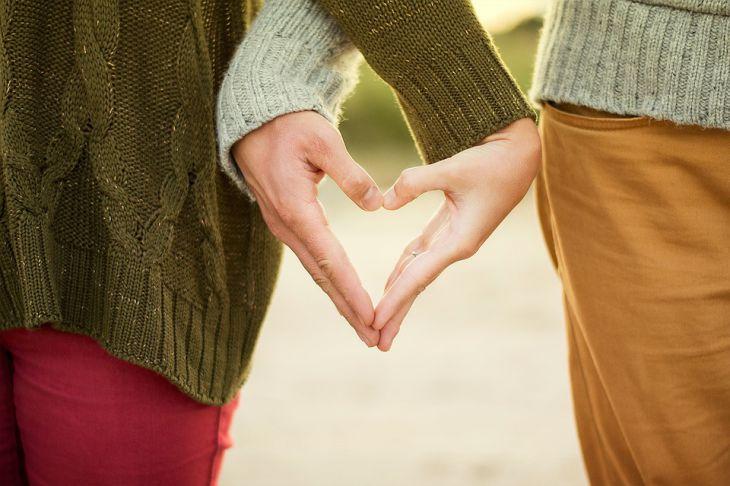 Не хватает ласки от любимого: 3 совета,  что нужно сделать женщине