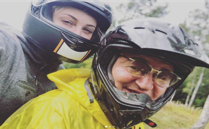 Дмитрий Дибров с женой влетели на мотоцикле в дерево. Что известно о состоянии звездной пары