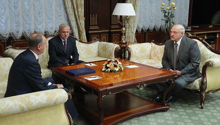 Лукашенко подарил Патрушеву его досье времен учебы вМинске