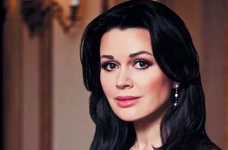 Актрису Анастасию Заворотнюк перевели изреанимации