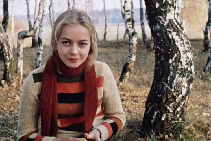 Звезда фильма «Москва слезам не верит» спасает больного мужа