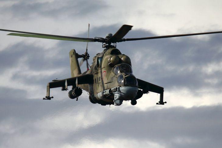Вертолет Ми-35 снес трибуны напараде вИндонезии