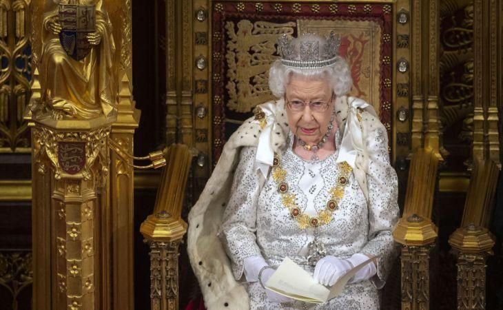 Королева Елизавета II отказалась от короны: что это значит для всего мира