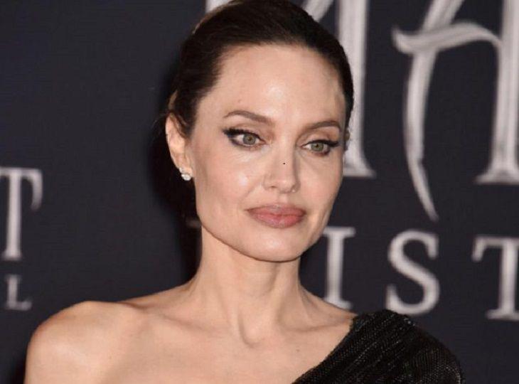 Джоли откровенно рассказала об удалении груди