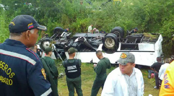 Автобус столкнулся сфурой вВенесуэле: девять человек погибли