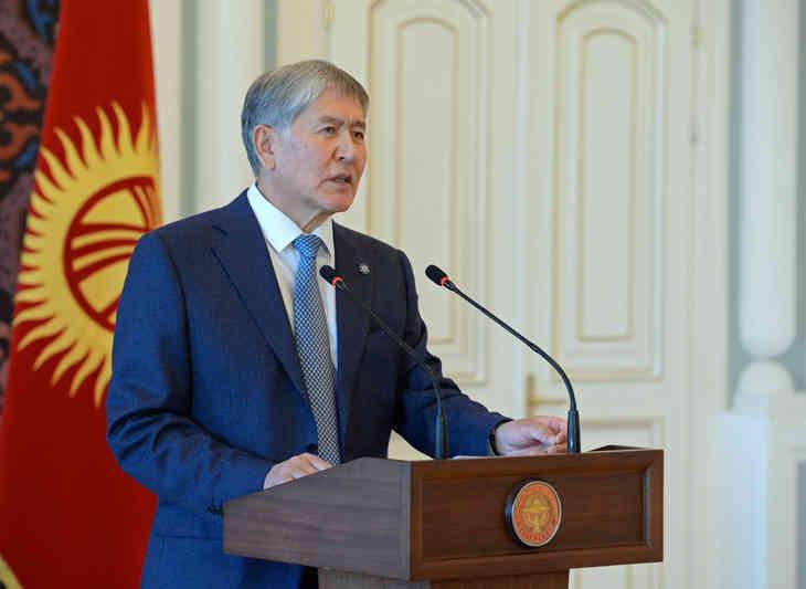 Посол Беларуси в Кыргызстане Страчко вручил верительные грамоты Атамбаеву