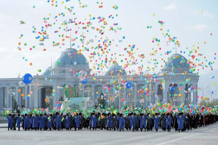 Туркменистан сегодня отмечает День Независимости