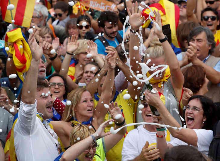 В парламенте Каталонии провозгласили независимость