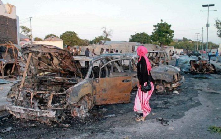 Количество жертв терактов в Могадишо выросло до 17 человек