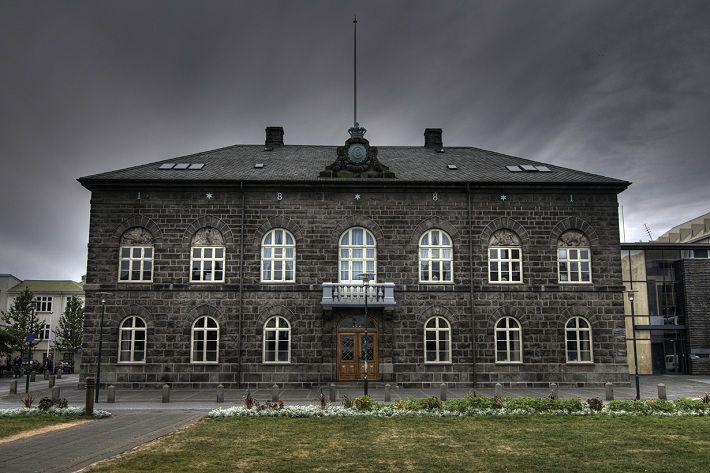 На досрочных парламентских выборах в Исландии лидирует правящая партия
