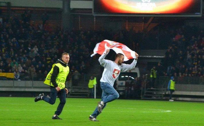 БАТЭ подаст иск к зрителю, выбежавшему на поле в матче с «Арсеналом»?