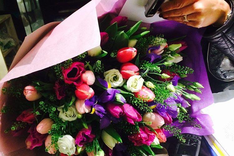 Доставка, букет цветов знак уважения