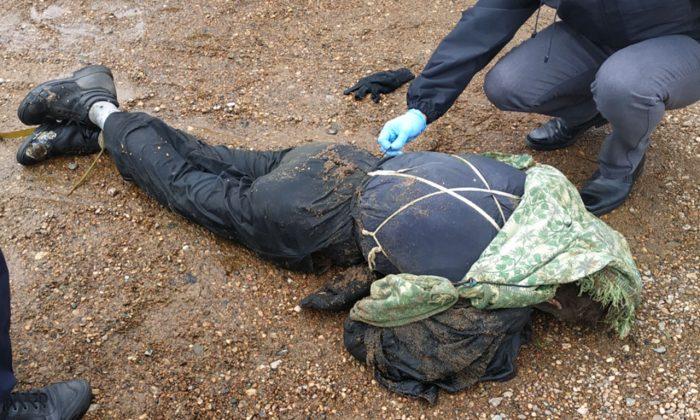 В Полоцке выловили труп мужчины: к нему была привязана гантель и сковородка (18+)