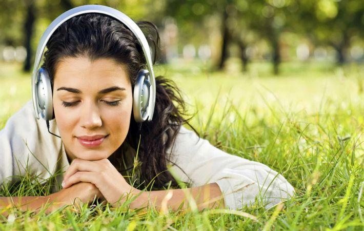 Ученые объяснили, почему людей привлекает грустная музыка
