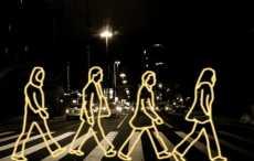 пешеходы в темноте