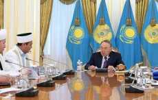 Назарбаев предложил запретить девушкам одеваться во все черное