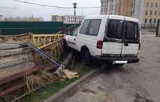 УВД: в Гродно пьяный мойщик врезался в забор на машине клиента