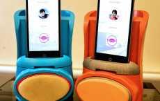 Британские ученые изобрели гаджет, передающий поцелуй по смартфону