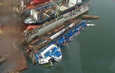 Из затонувшего в Польше танкера вылились тонны нефти