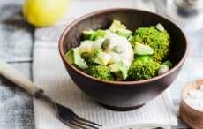 салат из брокколи, цветной капусты и авокадо