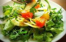 Салат с рукколой, апельсином и фенхелем