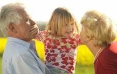внуки с бабушками и дедушками