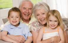 Ученые: Забота о внуках продлевает жизнь пожилых людей