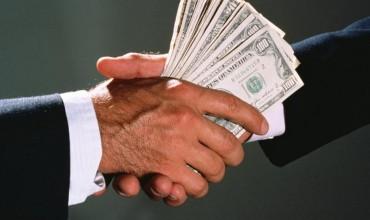 В мире на взятки ежегодно тратится $1 трлн