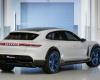 В интернете появились снимки электрокара Porsche Mission E